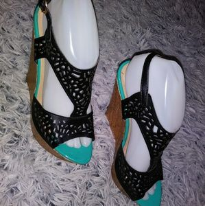 Shoes - Black & green wooden wedges